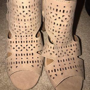 Maurice's camel open toe sandals Sz 6